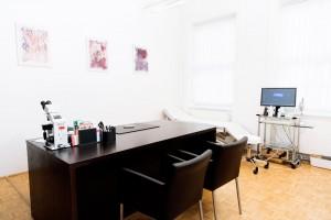 Behandlungsraum von Dr. Rainer Kunstfeld, Hautarzt 1180 Wien
